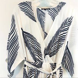 Lulu's White with Blue Palm leaves maxi dress Sz S